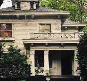 Interpretación de soñar con ver una casa embrujada