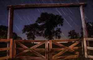 soñar con lluvia de estrellas rojas