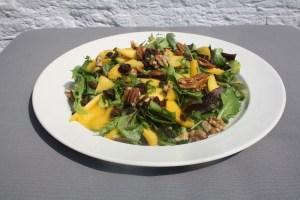 mango salade met gember en noten