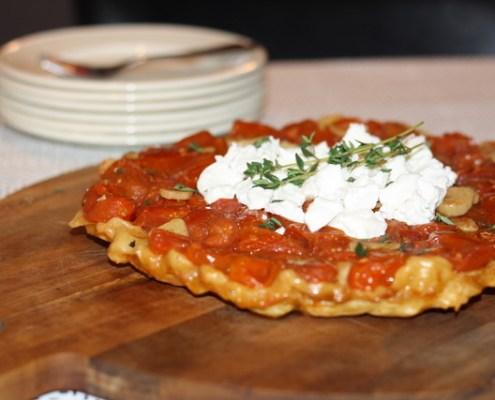 Tomaten tarte tatin met geitenkaas