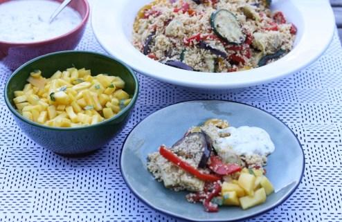 couscous met mangosalade en tzatziki geheel