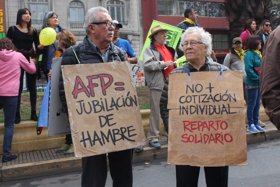 Adultos mayores se plegaron a la marcha contras las AFP