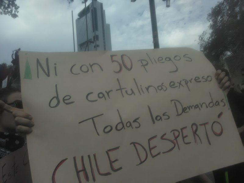 Carteles de manifestantes durante las Protestas de Chile de 2019
