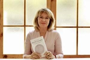 Mercedes Udaeta presenta su libro 'Método Tagdrol, liberación a través del contacto con objetos sagrados'