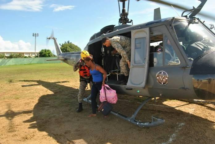 familiares-de-la-rescatada-en-el-aguacate-provincia-duarte