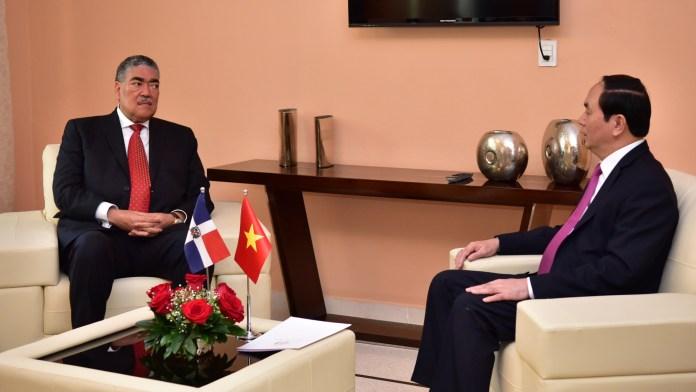 miguel-mejia-y-el-presidente-de-vietnan