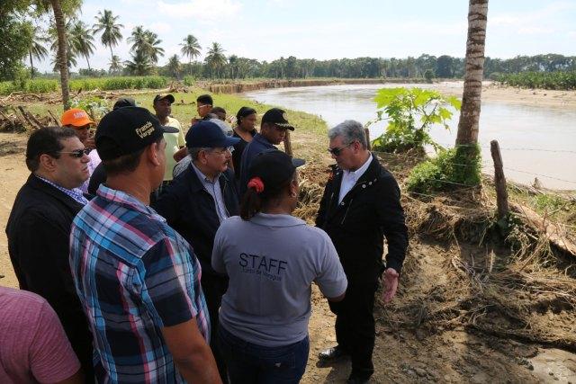 presidente-medina-evalua-las-tierras-cultivables-que-no-han-sido-afectadas-en-el-bajo-yuna