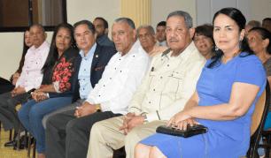 Asistentes. Se observan al gobernador Miguel Ángel Núñez, el senador Antonio Cruz; el Alcalde Willam Torres y los diputados Nancy Santos y Nicolás López.