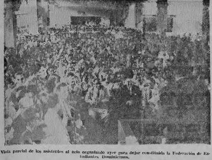 FOTO DEL ACTO DE LA FED, EXPLANADA MEDICINA, 1961
