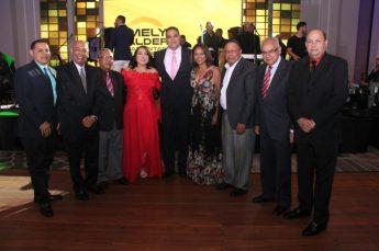 Presidenta de Acroarte Emelyn Baldera junto ex presidente de la institución.