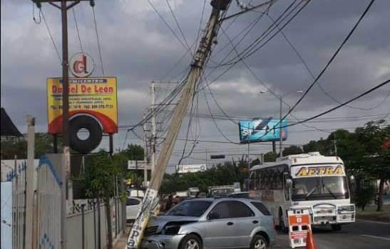 Accidente tránsito afecta servicio eléctrico en zonas de Santiago