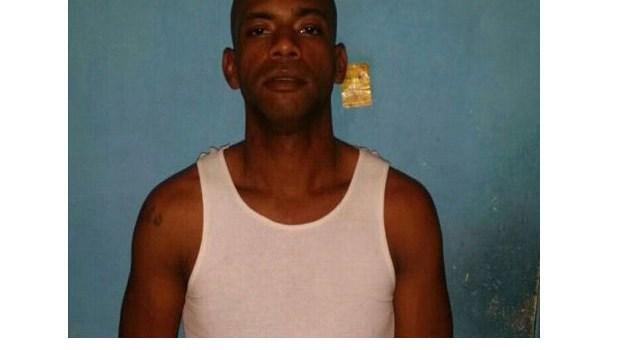 Policía identifica hombre robó retrovisores vehículo