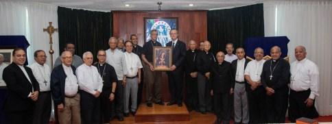 Grupo Popular entrega al Episcopado 7,500 réplicas de la Virgen de La Altagracia (3)