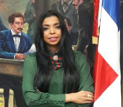 Yeni Berenice no participará en concurso