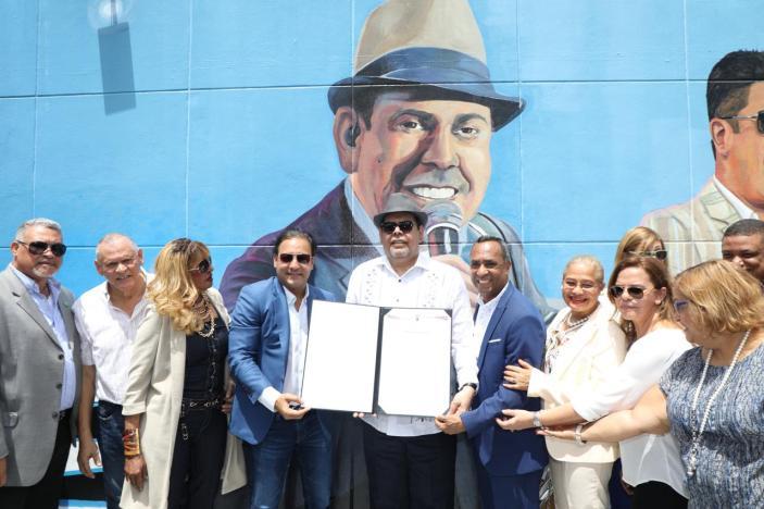 Alcalde Abel Martinez,entrega a Fernando Villalona