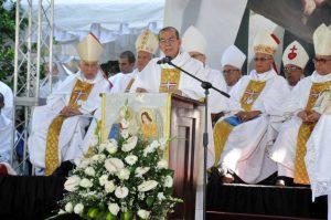 Danilo asiste a misa en La Isabela