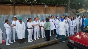 Enfermeras paralizan labores en el Cabral y Báez