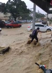 Al menos 175 casas resultaron inundadas por las lluvias en Santiago