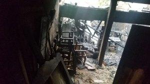 Fuego destruye taller de ebanistería en Santiago