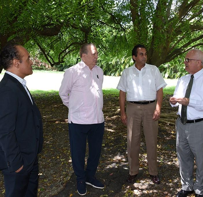 El Gobierno estudia el remozamiento de los centros históricos y culturales de Santiago (2)