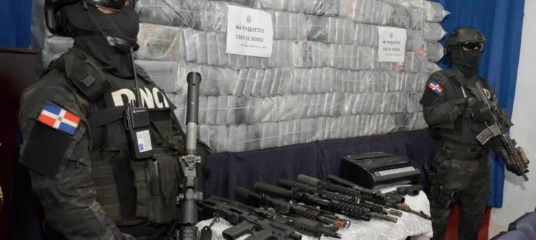 Autoridades ocupan 444 paquetes de drogas y armas en El Seibo