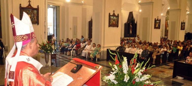 Arzobispo Santiago pide a políticos ser servidores población