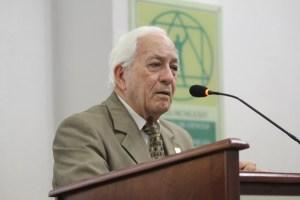 Luis Scheker Ortiz reelecto como presidente de la Academia de Ciencias