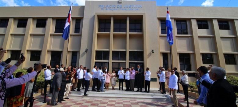 Palacio de Justicia de Moca lleva nombre de Artagnan Pérez Méndez