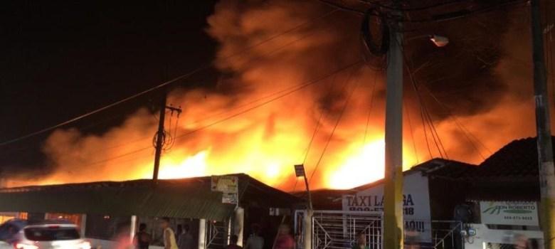 La Vega: Incendio destruye negocios mercado provisional