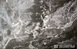 Imatge presa des del mateix avió italià que bombardejà la quasi deshabitada zona dels Solans (foto obtinguda per l'historiador Josep Rubió)