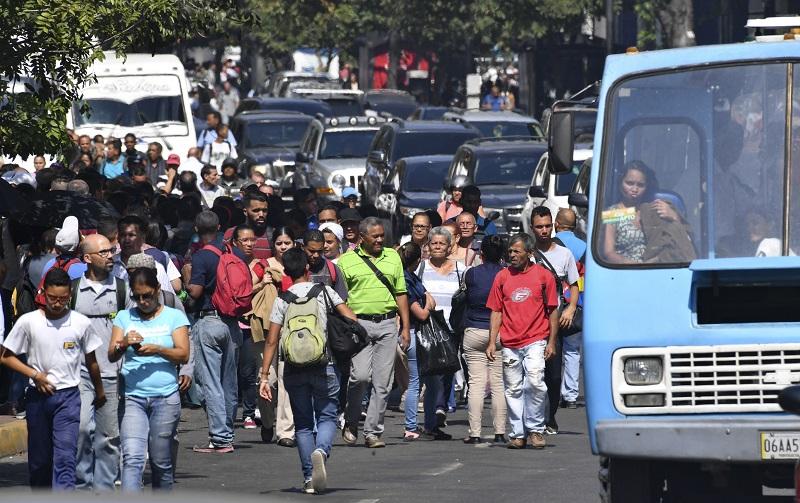 Habitantes de Caracas fueron evacuados del Metro por el corte de energía de este lunes. Foto cortesía