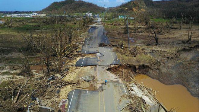 Carretera destrozada en San Juan, Puerto Rico, tras el huracán María. Foto cortesía
