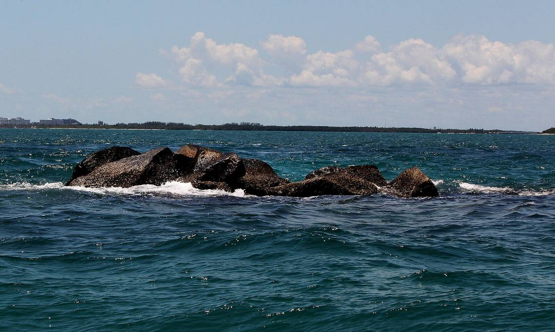 Vista de la roca norte frente a Government Cut durante la marea alta. Foto cortesía