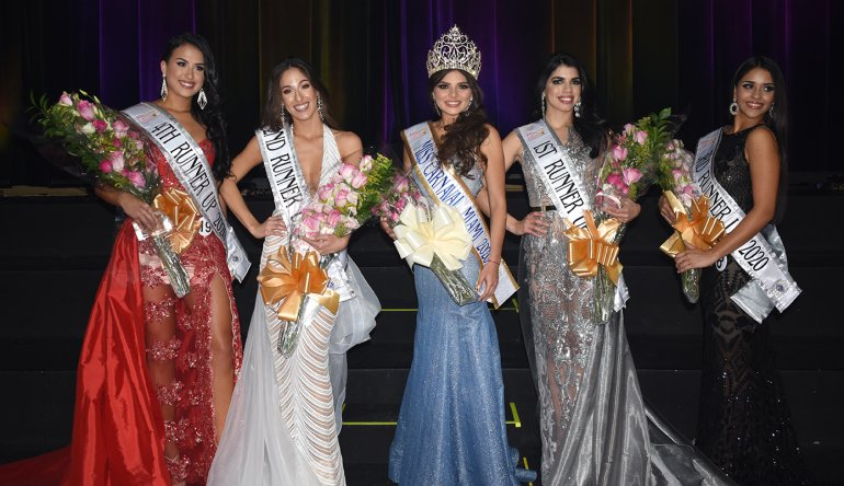 Valeria Uzcátegui y las finalistas del certamen Susanlee Forte, Marcela Bacellar, Mónica Aguilar y Bianca Rosen. Foto cortesía