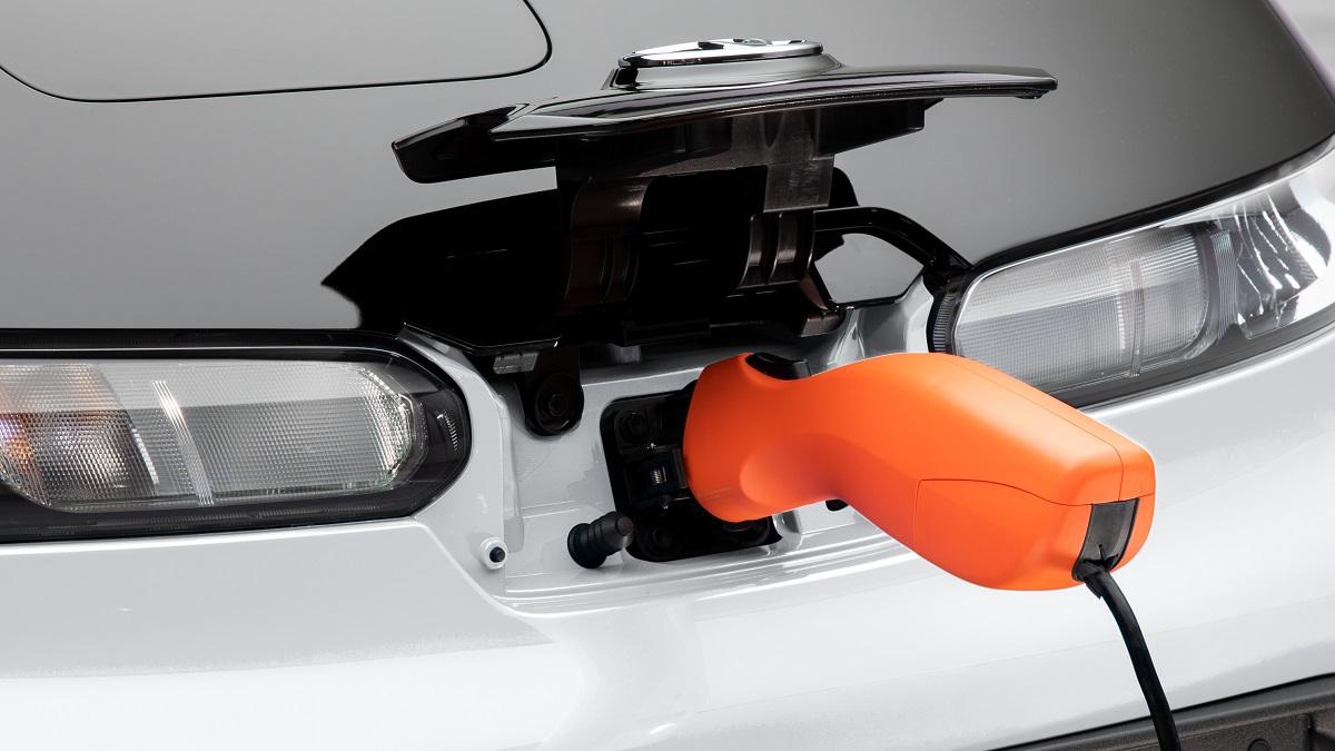 Toyota C+ Pod - El Sol Latino