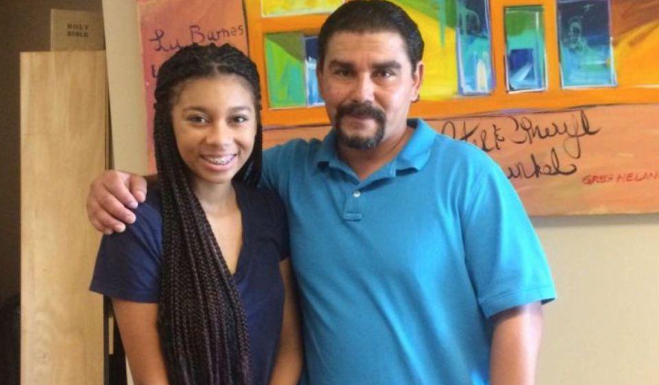 Con su hija Tyanna Lizárraga. Foto La Opinión