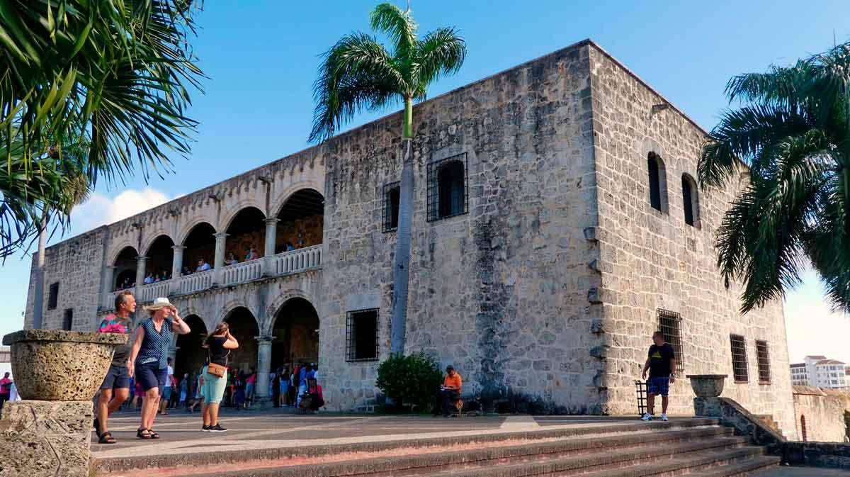 Dominicana al alcance de un clic - El Sol Latino