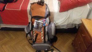 preparar un viaje de aventura es organizar una mochila de montaña