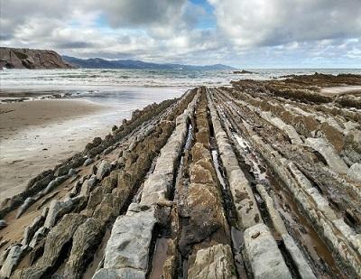 Rasa mareal en la Playa de Itzurun de geoparkea