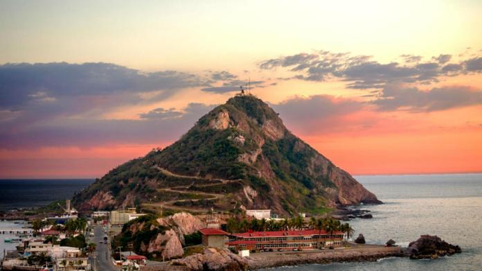 Faro de Mazatlán ¿Es el más alto del mundo?   El Souvenir