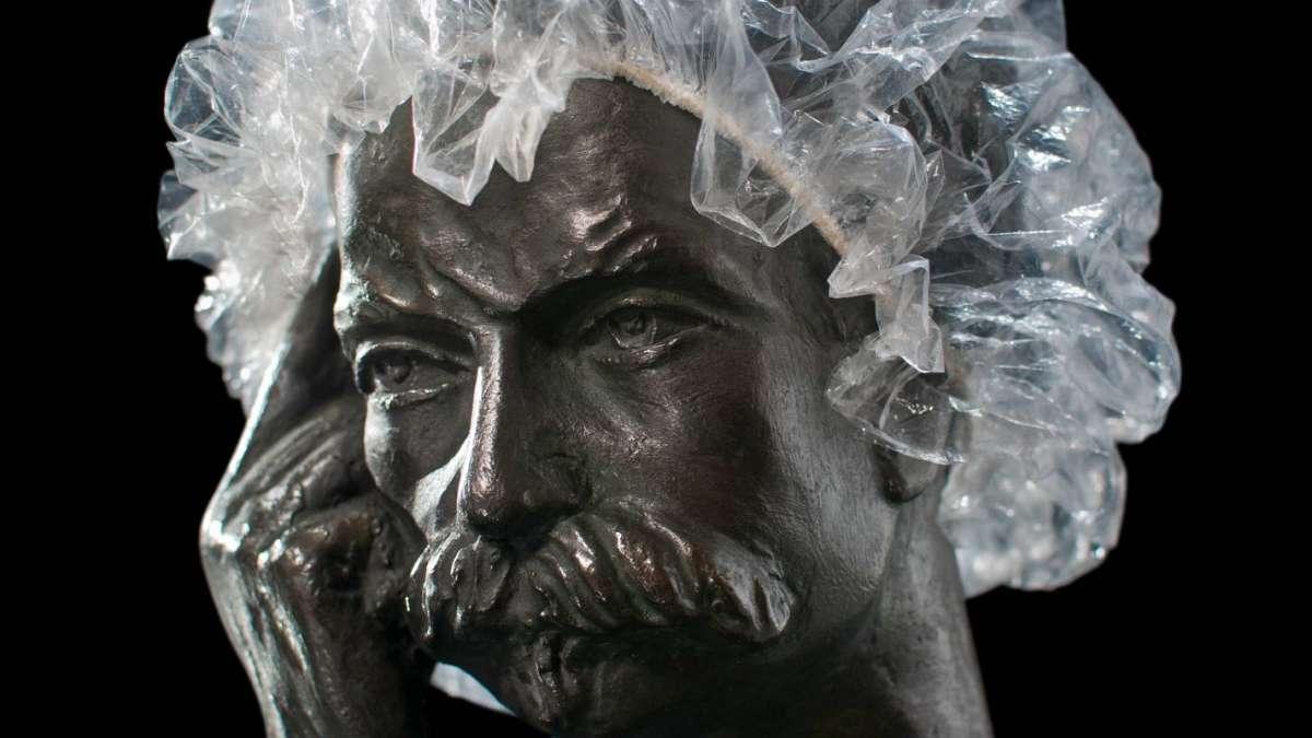 HOMBRE SINCERO CON IDEAS MONUMENTALES