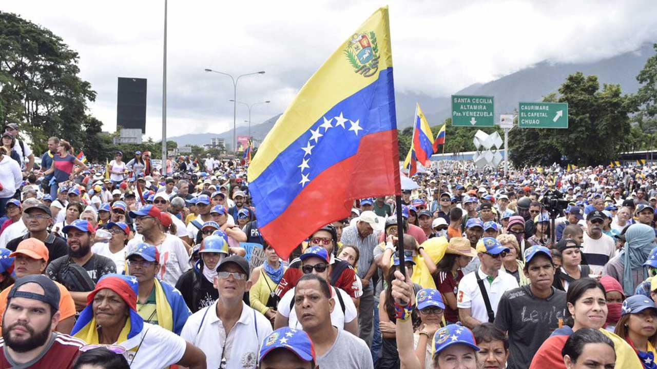 Resultado de imagen para jovenes venezolanos