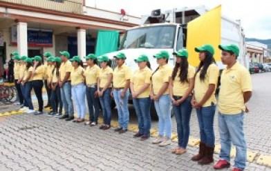 Estudiantes Tuxpanenses involucrados en el programa de separación de basura. Extraído de: www.periodicoelsur.com