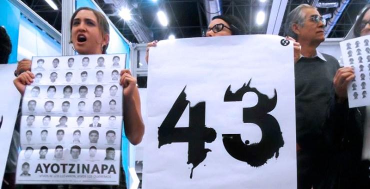 Escritores y Editores pasa lista a los 43 estudiantes desaparecidos.