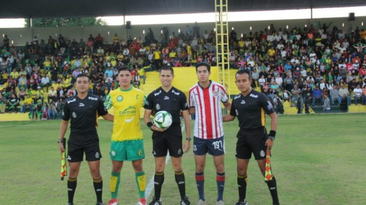 Mazorqueros venció a Chivas en penales y sigue líder.