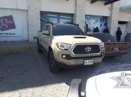 Policía Federal localiza en plaza Galerías, camioneta con reporte de robo