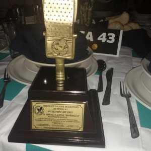 Mariachi Barrancos recibió micrófono de oro