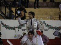 Leo Valadez se lleva tres orejas en Autlán