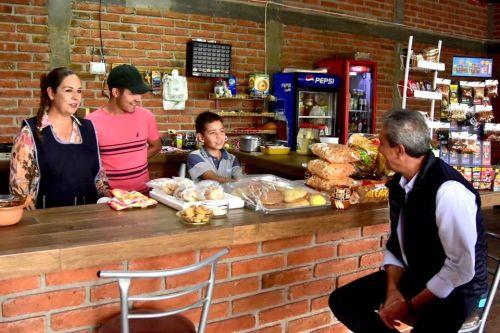 Alcalde de Zapotlán en espacio cerrado sin usar cubrebocas