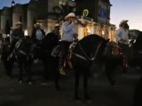 Aglomerados y sin cubrebocas, realizan cabalgata en Ciudad Guzmán